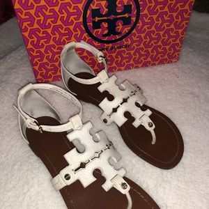 • TORY BURCH WHITE SANDALS •